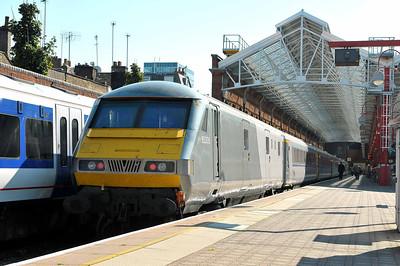 Mark 3 DVT No 82305 at Marylebone on 28 September 2011 with the 13:37 to Birmingham Moor Street