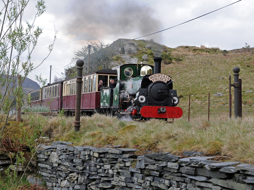 The other Penrhyn girl, Linda, was wearing a Mountain Prince headboard as it passed Oakeley Square between Tanygrisiau and Blaenau on the 10:55 from Porthmadog.