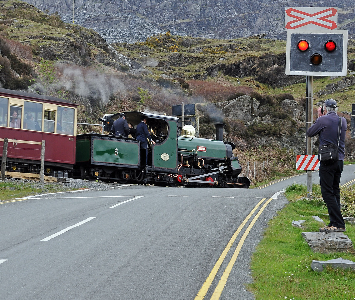 Linda pulls in to Tanygrisiau on the 14:25, passing a fan.