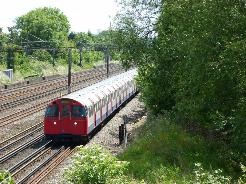 72ts - South Kenton (Conway Gardens Footbridge)