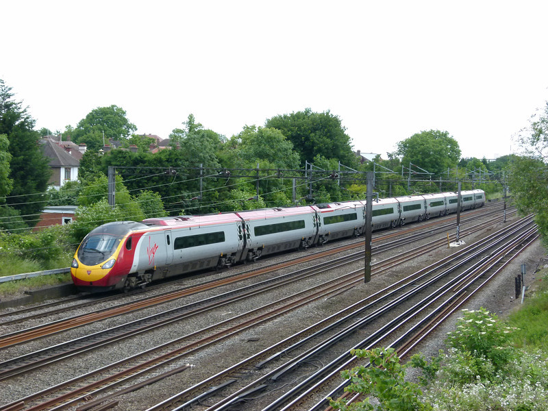 Pendolino - South Kenton (Conway Gardens Footbridge)