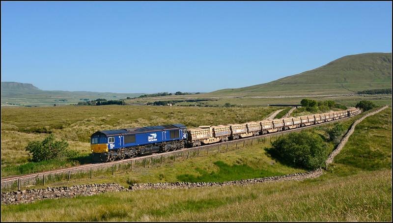 2018 06 27.66428 on the 09.34 Mountsorrel-Carlisle working approaching Blea Moor box.