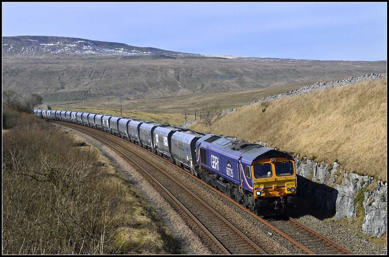 24.03.017 66725 on the southbound Acrow Quarry-Pendleton loaded stone hoppers at Salt Lake Cottages.