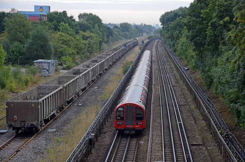 As the 6V92 headed east it was overtaken by an Epping bound Central Line train. West Ruislip to Epping is, I believe, the longest journey on the Underground at some 36 miles!