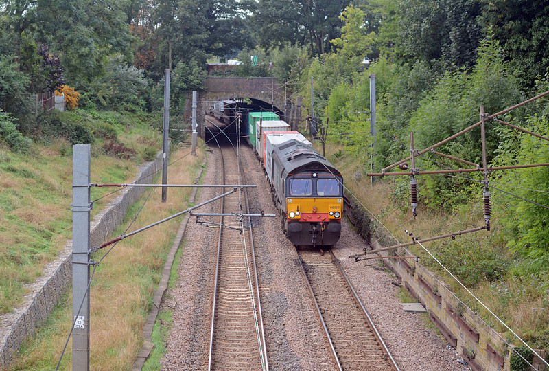 On going engineering work between Bury St Edminds and Ely meant that the 4E22 was diverted via London and the Hertford Loop. 66420 was in charge just south of Winchmore Hill