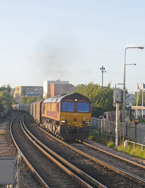 Later in the afternoon, in the setting sun 66183 working hard on the approach to Imperial Wharf on the 6O32.