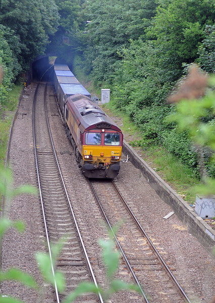 I had hoped to get a picture of both the 7O81 and the 6L21 but again it was not to be. The 59 of the 6L21 was literally just below me as I took this picture of 66069 emerging from Crouch Hill Tunnel on the 7O81.