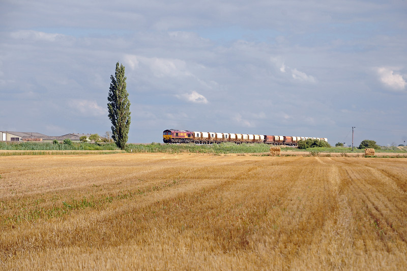 In the opposite direction, descending from the Ouse Washes comes the 6M45 returning from Barham to Mountsorrel.