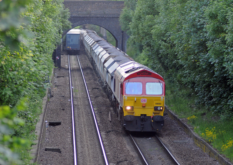 ...passing 59202 on the 6L21 Whatley to Dagenham stone train