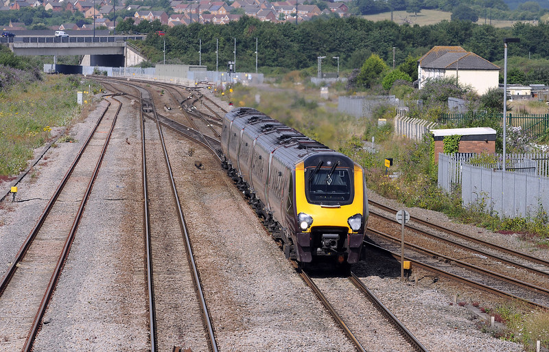 ...followed shortly after by the 1S43 to Glasgow, which reversed just out of sight beyond the M4 bridge, and which is taking the Gloucester line.