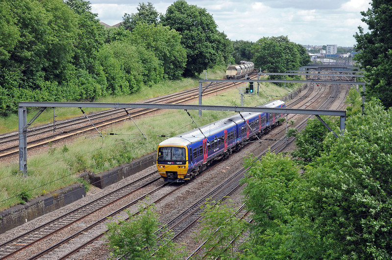 The 6A25 was running a trifle early and so had to wait for its path at Acton Wells, before joining the North London Line.