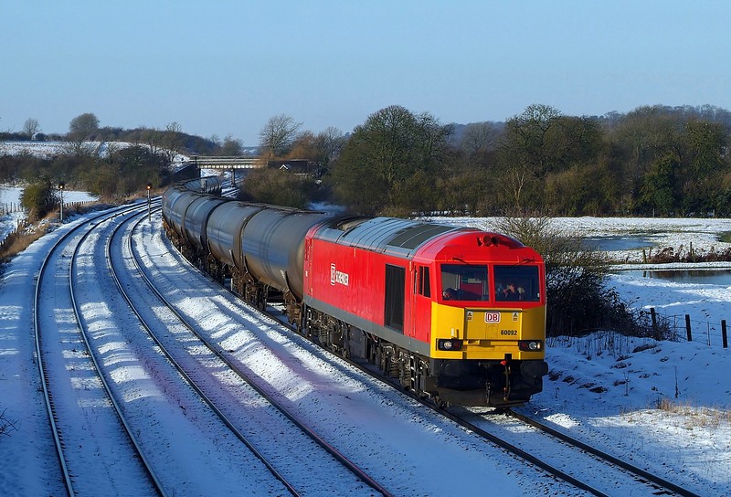 60092 Passes New Barnetby in charge of the late running 6E46 Kingsbury-Lindsey oil tanks.26/01/2013.Fuji s3 pro.