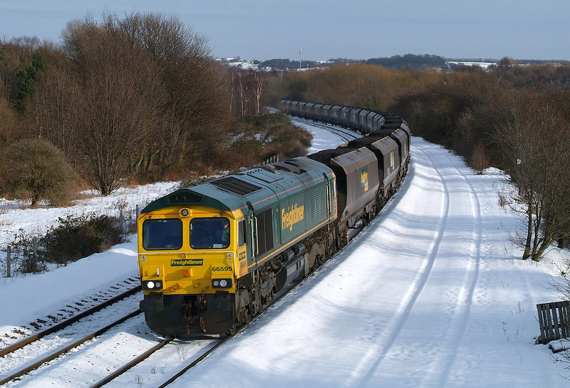 On her return working 66595 rounds the curve at Denaby in charge of 6R12 before the big thaw.26/01/2013.Fuji s3 pro.