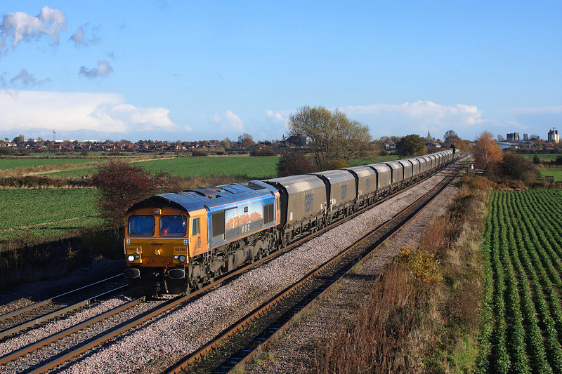 66709 Speeds away from Whitley bridge on her way to tyne docks in charge of 4N61.19/11/2013.Sony A65.