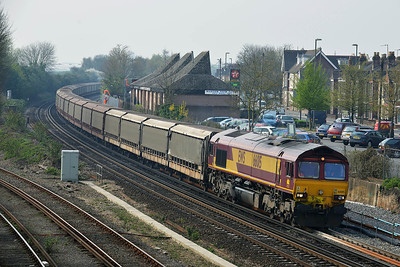 Class 66 No 66015 at Eastleigh on 3 April 2014 with the 6M48 10:34 Southampton Eastern Dock - Halewood Jaguar