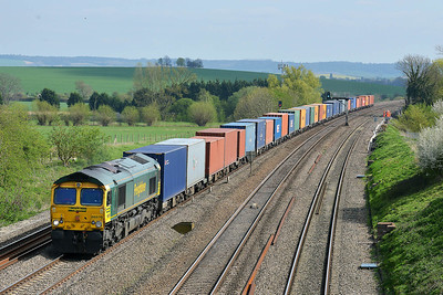 Class 66 No 66570 at South Morton on 9 April 2014 with the 4M61 12:54 Southampton Maritime – Trafford Park