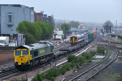 Class 66 No 66538 at Eastleigh on 7 April 2014 with the 4O18 07:24 Lawley Street - Southampton Maritime