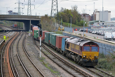 Class 66 No 66207 at Millbrook on 4 April 2014 with the 4O53 04:33 Wakefield Europort - Southampton West Dock