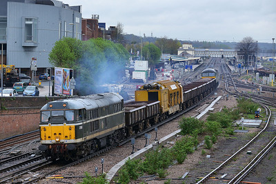 Class 31 No 31190 at Eastleigh on 7 April 2014 with the 6Y75 10:48 Eastleigh TMD - Totton Yard