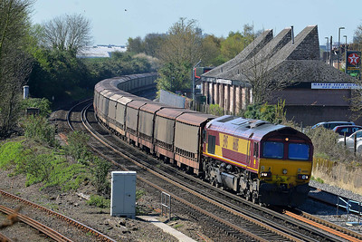 Class 66 No 66015 at Eastleigh on 9 April 2014 with the 6M48 10:34 Southampton Eastern Dock - Halewood Jaguar