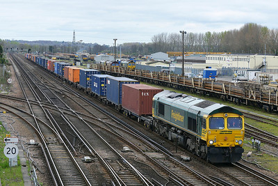 Class 66 No 66567 at Eastleigh on 4 April 2014 with the 4O49 09:22 Crewe Basford Hall - Southampton Maritime