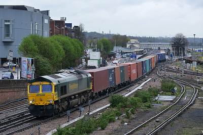 Class 66 No 66570 at Eastleigh on 7 April 2014 with the 4O14 05:58 Crewe Basford Hall - Southampton Maritime