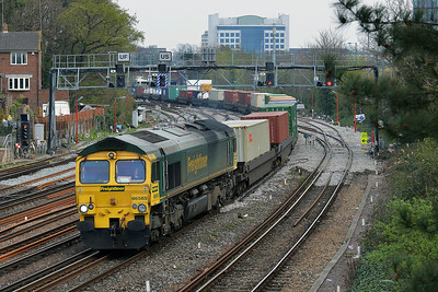 Class 66 No 66565 at Southampton on 3 April 2014 with the 4O51 09:58 Wentloog - Southampton Maritime