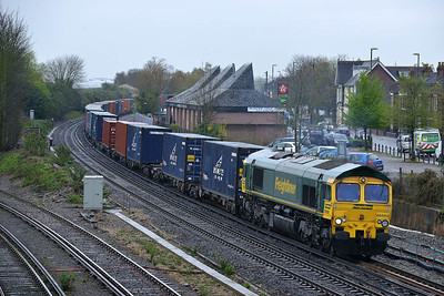 Class 66 No 66566 at Eastleigh on 7 April 2014 with the 4M28 09:32 Southampton Maritime – Ditton (Oconnor)