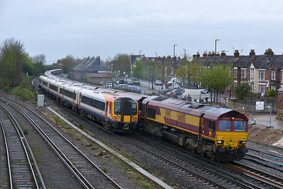 Class 66 No 66015 at Eastleigh on 7 April 2014 with the 6M48 10:34 Southampton Eastern Dock - Halewood Jaguar