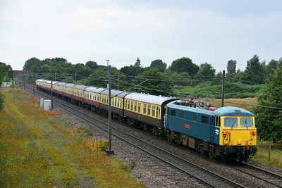 Class 87 No 87002 at Heck on 8 August 2014 with the 5Z85 11:22 Acton Lane Rec Sidings – Heaton T&R.S.M.D.