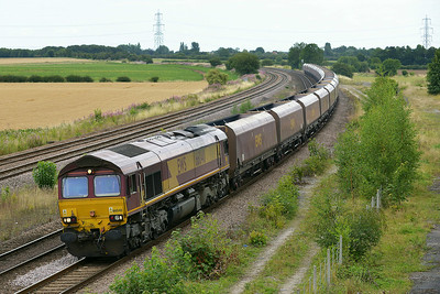 Class 66 No 66040 at Burton Salmon  on 7 August 2014 with the 4Z85 12:16 Milford West Sdgs – Avonmouth Bennets Sidings