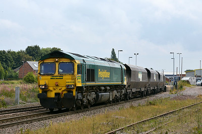 Class 66 No 66528 at Whitley Bridge on 8 August 2014 with the 4N70 11:20 Drax Power Station – Redcar High Level
