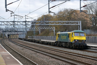 Class 90 No 90049 at Tamworth on 19 February 2014 with the 4L90 12:30 Crewe Basford Hall S.S.M. – Felixstowe North
