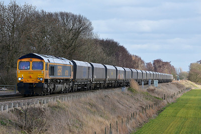 Class 66 No 66738 at Heck Ings Crossing on 21 February 2014 with the 4N92 13:41 Drax Power Station – Tyne Coal Terminal