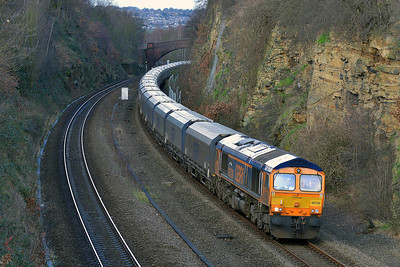 Class 66 No 66729 in Horbury Cutting on 20 February 2014 with the 6H65 05:00 Liverpool Bulk Terminal – Drax Power Station