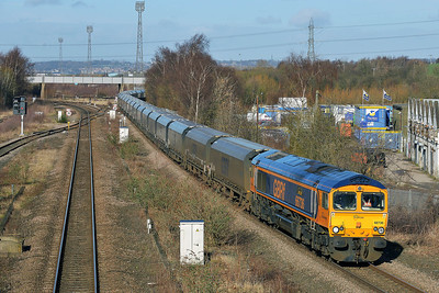 Class 66 No 66736 at Horbury Bridge on 26 February 2014 with the 6H65 05:00 Liverpool Bulk Terminal – Drax Power Station