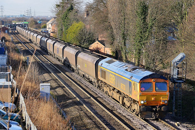 Class 66 No 66733 at Whitley Bridge on 16 January 2014 with the 6H93 08:43 Tyne Coal Terminal – Drax Power Station
