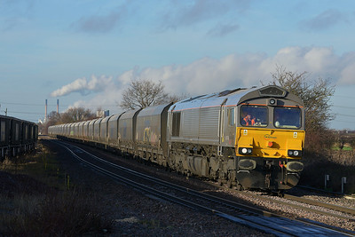 Class 66 No 66748 at Whitley Bridge on 16 January 2014 with the 6H12 06:23 Tyne Coal Terminal – Drax Power Station