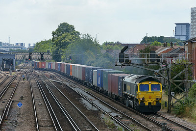 Class 66 No 66517 at St Denys on 9 July 2014 with the 4M61 12:54 Southampton M.C.T. – Trafford Park F.L.T.