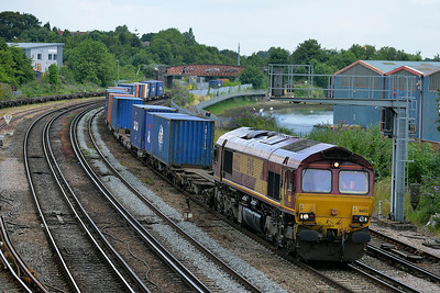 Class 66 No 66132 at St Denys on 9 July 2014 with the 4O52 18:27 Wakefield Europort – Southampton Western Docks