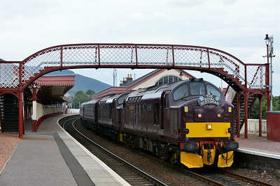 Class 37 No 37685/37516 at Aviemore on 2 July 2014 with the 5H81 15:56 Carrbridge – Boat of Garten