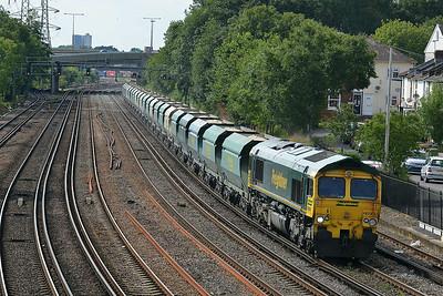 Class 66 No 66560 at Southampton on 9 July 2014 with the 6M42 15:08 Wool MOD Sidings – Neasden Charrington