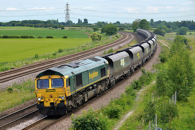 Class 66 No 66559 at Burton Salmon on 13 June 2014 with the 6E94 23:53 Hunterston High Level – Drax Power Station
