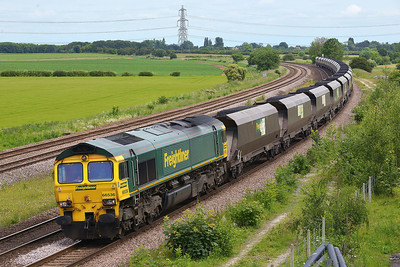 Class 66 No 66536 at Burton Salmon on 13 June 2014 with the 6R10 09:43 Immingham Import Term – Drax Power Station