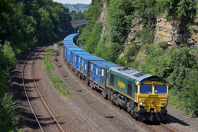 Class 66 No 66565 in Horbury Cutting on 6 June 2014 with the 6E06 09:32 Bredbury R.T.S. – York Yard South