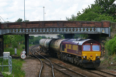 Class 66 No 66142 at Hunslet on 11 June 2014 with the 6D80 14:20 Neville Hill Depot – Lindsey Oil Refinery