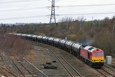 Class 60 No 60091 passing Healey Mills on 17 March 2014 with the 6E32 10:21 Preston Docks – Lindsey Oil Refinery