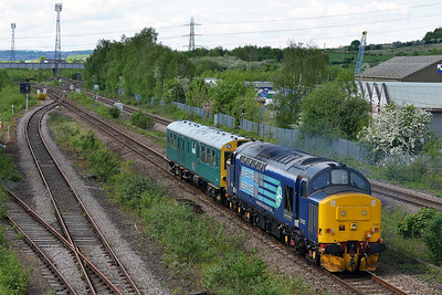 Class 37 No 37425 at Horbury Bridge on 14 May 2014 with the 2Z02 08:57 York – York