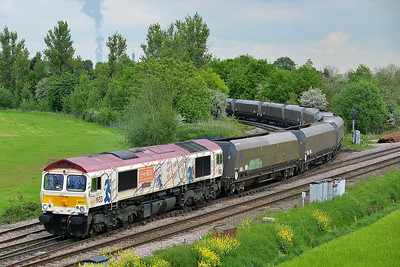 Class 66 No 66721 at Whitley Bridge on 15 May 2014 with the 4D21 14:35 Eggborough Power Station – Doncaster Down Decoy