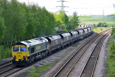 Class 66 No 66525 at Burton Salmon on 14 May 2014 with the 4R16 11:39 Drax Power Station – Immingham Import Terminal